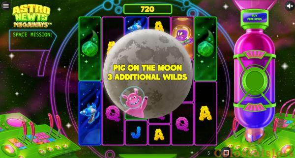 astro newts megaways™ pig on the moon